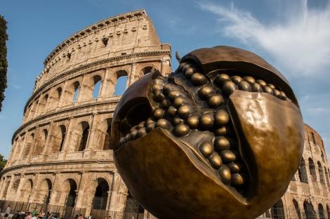 Giuseppe Carta_Germinazione Melagrana_ la grande scultura al Colosseo di Roma_foto di Stefano Marinari_allrightsreserved